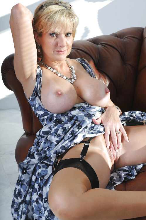 Lingerie Mature Thumbs 93